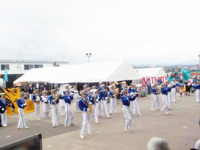展示会2日目の6月23日には小松工業高校マーチングバンドの演奏がありました