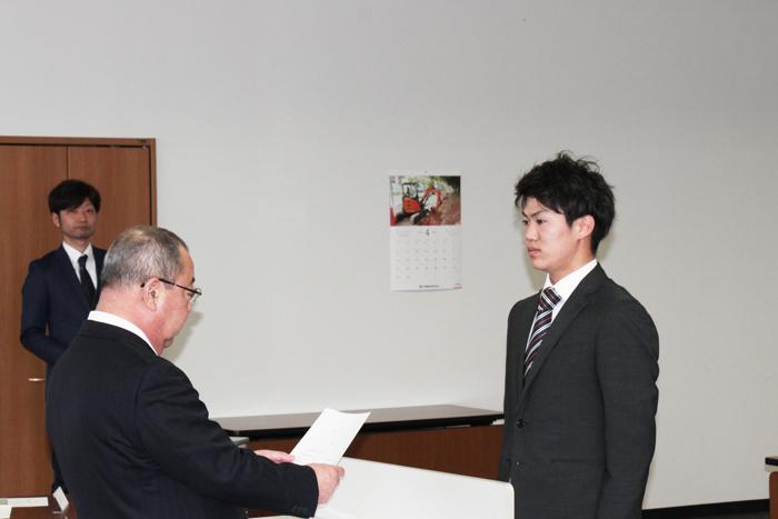 04_辞令交付(金沢支店.中村勇斗)